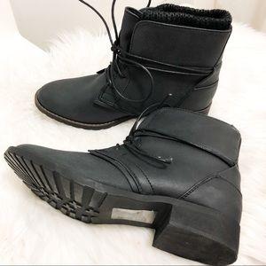 Shoe dazzle black combat boots size 5.5